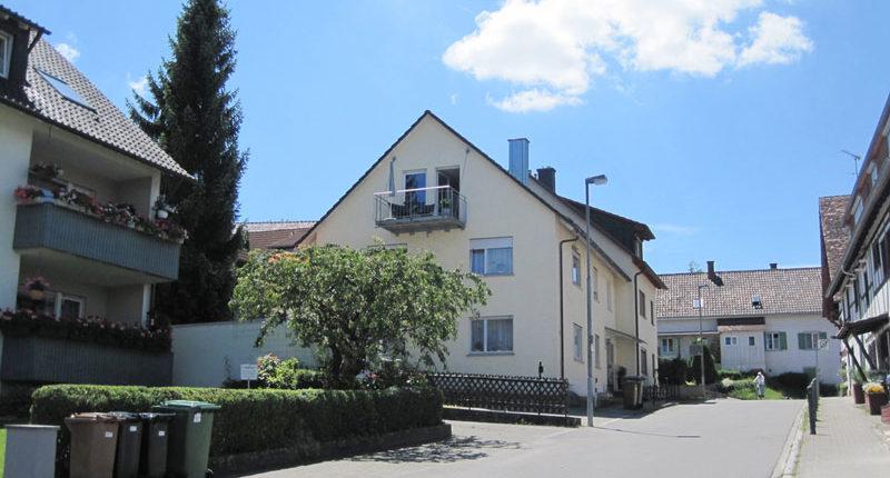 Hausansicht der Ferienwohnung Seeblick Imperia in Konstanz-Dingelsdorf am Bodensee. Die Wohnung ist im Dachgeschoss